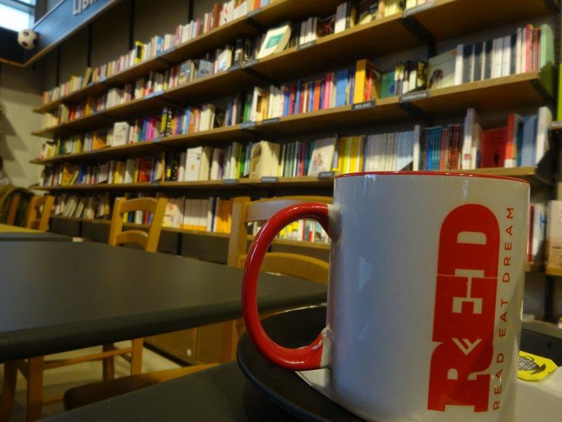 【ブックカフェ RED】ノマドに最適!ミラノのおしゃれエリアにあるカフェ